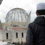 La gauche et le PLR souhaitent que les mosquées puissent continuer à être financées par des Etats soutenant le terrorisme.